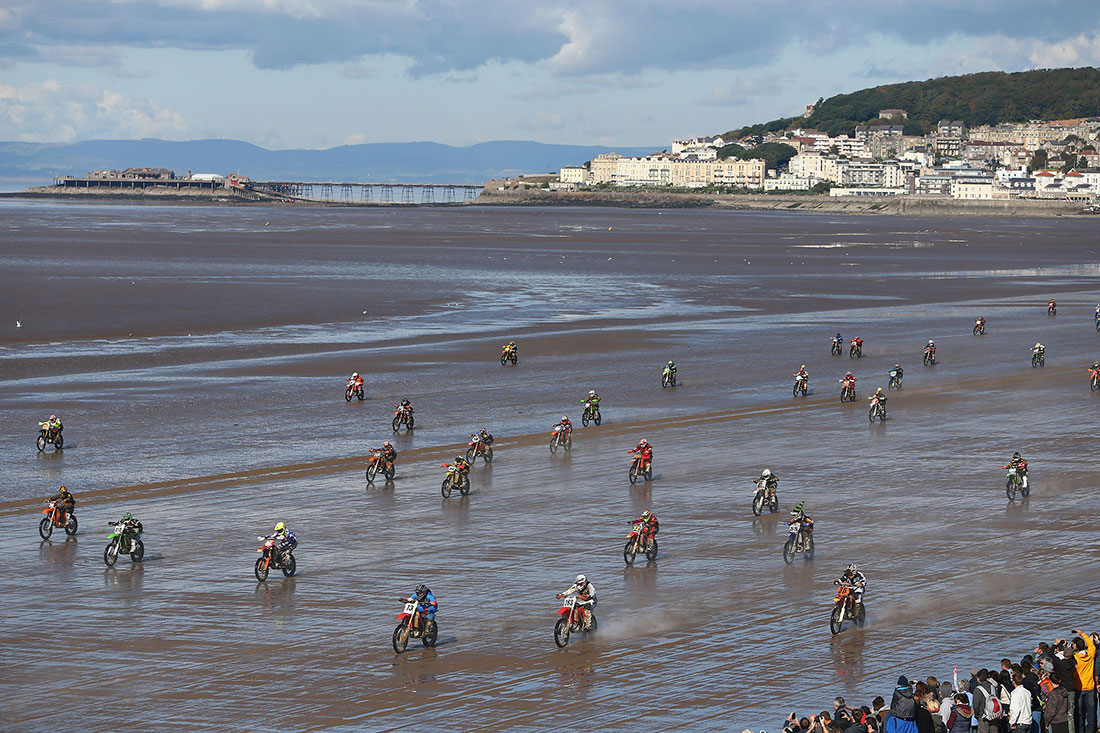 Adult solo race mass start, Weston Super-Mare, October 2012