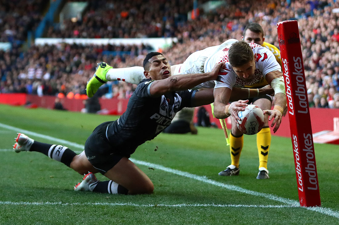 Tommy Makinson of England dives for the try line, England v New Zealand Rugby League International, Leeds, 11 November 2018